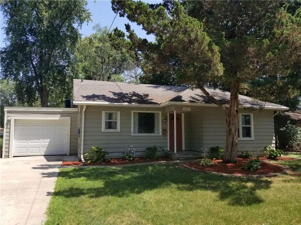 3 bed 1 bath Single Family at 2607 50th St Des Moines, IA, 50310 is for sale at 130k - 1 of 9