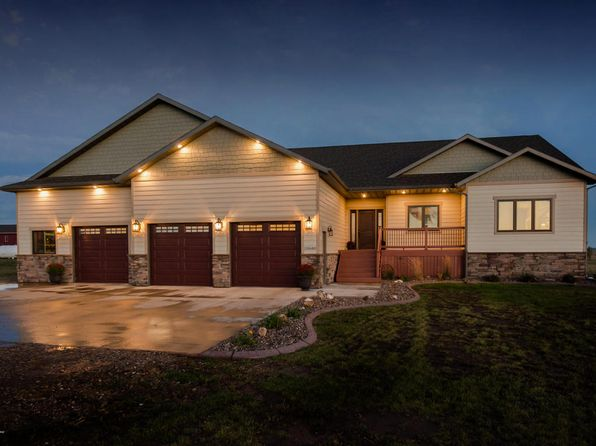 6 bed 4 bath Single Family at 10680 35w St SW Dickinson, ND, 58601 is for sale at 589k - 1 of 57
