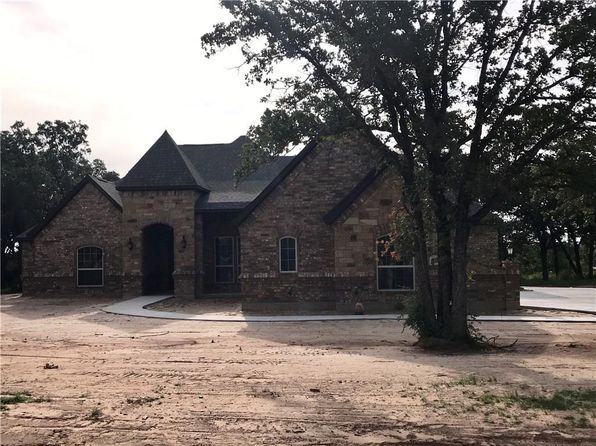 4 bed 2 bath Single Family at 109 Wayward Wind Ln Springtown, TX, 76082 is for sale at 307k - 1 of 23