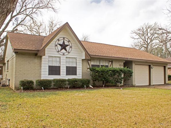 4 bed 2 bath Single Family at 123 Dogwood St Lake Jackson, TX, 77566 is for sale at 165k - 1 of 11