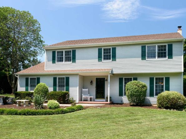 4 bed 2.5 bath Single Family at 102 Firethorn Dr Downingtown, PA, 19335 is for sale at 415k - 1 of 25
