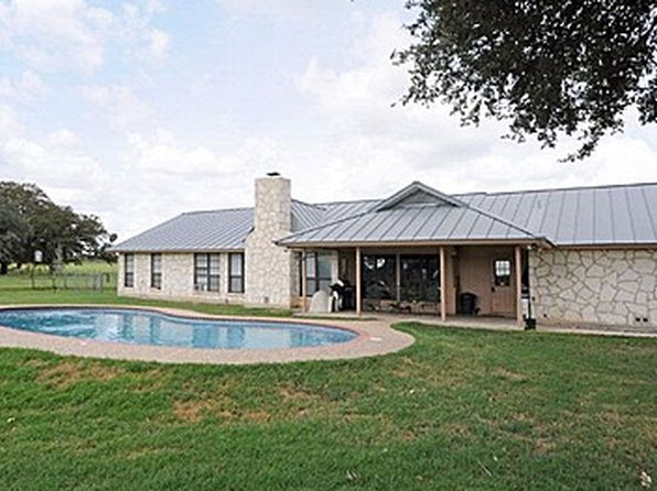 5 bed 2 bath Single Family at 2955 County Road 302 Floresville, TX, 78114 is for sale at 426k - 1 of 14