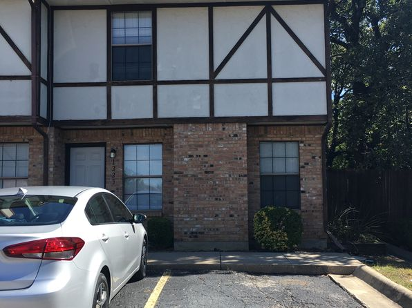 2 bed 2 bath Townhouse at 1223 Dallas Dr Denton, TX, 76205 is for sale at 109k - google static map
