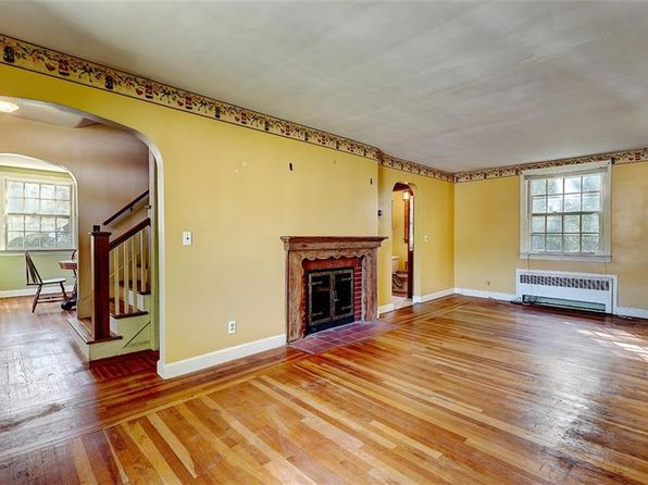 2 bed 2 bath Single Family at 138 Bend St Warwick, RI, 02889 is for sale at 170k - 1 of 18
