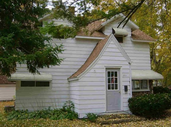 2 bed 1 bath Single Family at 901 W Waupaca St New London, WI, 54961 is for sale at 60k - 1 of 24