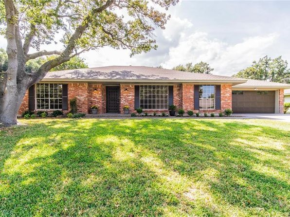 4 bed 3 bath Single Family at 3733 Fenton Ave Fort Worth, TX, 76133 is for sale at 248k - 1 of 26