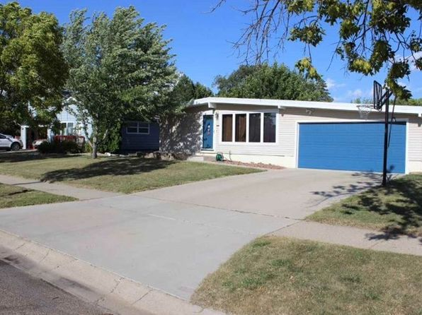 4 bed 3 bath Single Family at 2612 6th St NW Minot, ND, 58703 is for sale at 220k - 1 of 11