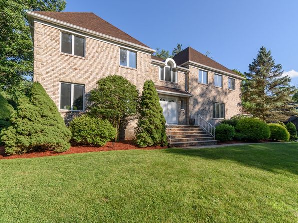 5 bed 4 bath Single Family at 3 Flamm Brook Rd Closter, NJ, 07624 is for sale at 1.13m - 1 of 10
