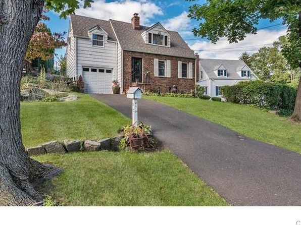 2 bed 1 bath Single Family at 4 OCEAN VIEW AVE GREENWICH, CT, 06830 is for sale at 630k - 1 of 12