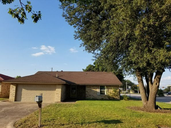 3 bed 2 bath Single Family at 8800 Las Vegas Ct Fort Worth, TX, 76108 is for sale at 165k - 1 of 2