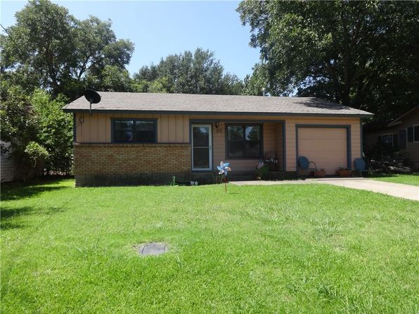 2 bed 1 bath Single Family at 402 Pecan St Grandview, TX, 76050 is for sale at 105k - 1 of 15