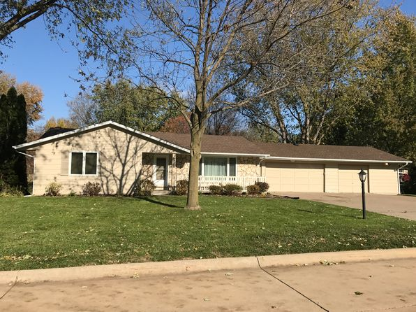 3 bed 3 bath Single Family at 5196 Coachman Rd Bettendorf, IA, 52722 is for sale at 240k - 1 of 10