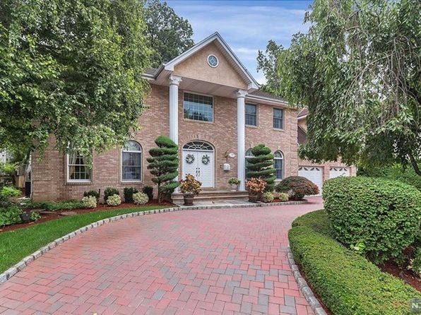 5 bed 3.5 bath Single Family at 797 Shetland Ln Ridgefield, NJ, 07657 is for sale at 949k - 1 of 25