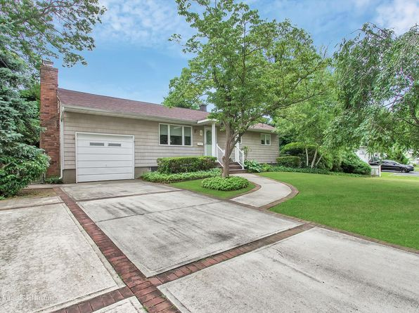 3 bed 1 bath Single Family at 621 Connetquot Ave Islip Terrace, NY, 11752 is for sale at 339k - 1 of 25