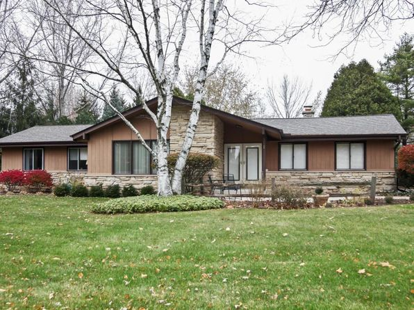 3 bed 2 bath Single Family at 1506 W River Oaks Ln Mequon, WI, 53092 is for sale at 290k - 1 of 25