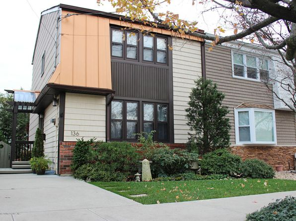 3 bed 2 bath Single Family at 136 New Dorp Plz S Staten Island, NY, 10306 is for sale at 529k - 1 of 29