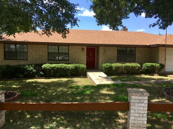 3 bed 2 bath Single Family at 149 Oak Ridge Dr Kerrville, TX, 78028 is for sale at 190k - 1 of 10