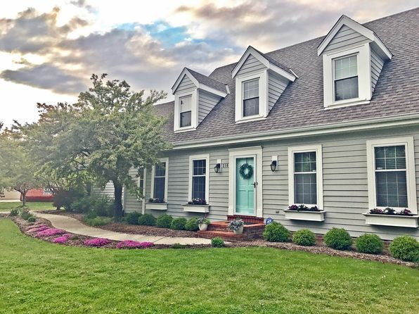 3 bed 3 bath Single Family at 218 W TRILLIUM RD MEQUON, WI, 53092 is for sale at 550k - 1 of 21