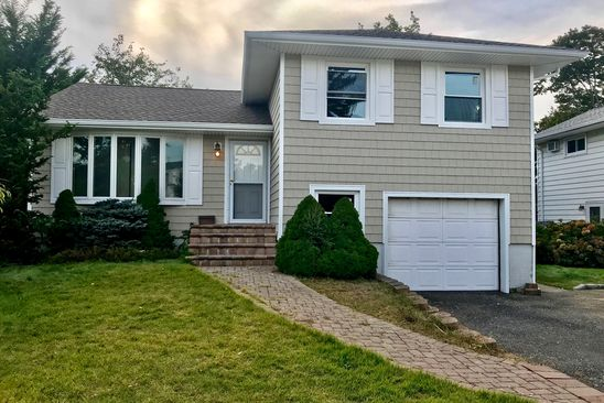 3 bed 2 bath Single Family at 40 PEACHTREE LN HICKSVILLE, NY, 11801 is for sale at 555k - google static map