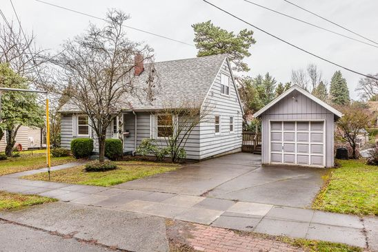 4 bed 1 bath Single Family at 6401 SE Belmont St Portland, OR, 97215 is for sale at 415k - google static map