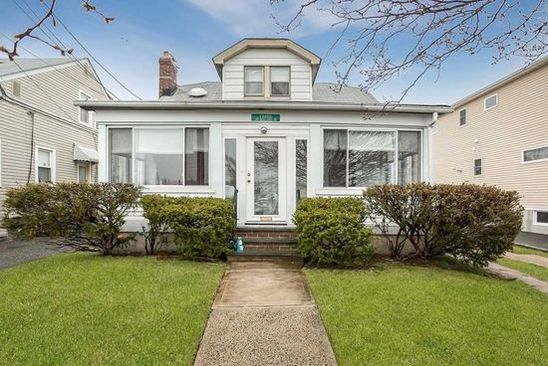 4 bed 2 bath Single Family at 2471 BELLAIRE ST WANTAGH, NY, 11793 is for sale at 375k - google static map