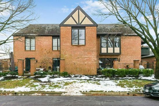 3 bed 3 bath Condo at 3509 La Rochelle Dr Upper Arlington, OH, 43221 is for sale at 465k - google static map