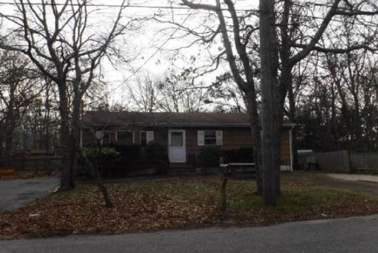 3 bed 1 bath Single Family at 34A Woodridge Rd Hampton Bays, NY, 11946 is for sale at 327k - google static map