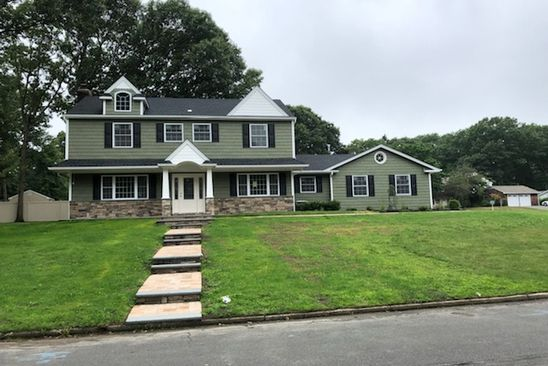 4 bed 3 bath Single Family at 2 SILVERSPRUCE LN STONY BROOK, NY, 11790 is for sale at 599k - google static map