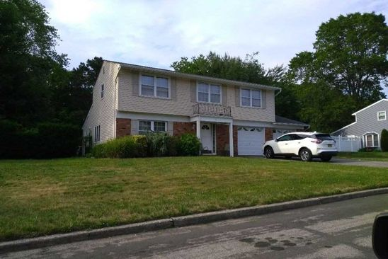 4 bed 2 bath Single Family at Undisclosed Address South Setauket, NY, 11720 is for sale at 250k - google static map