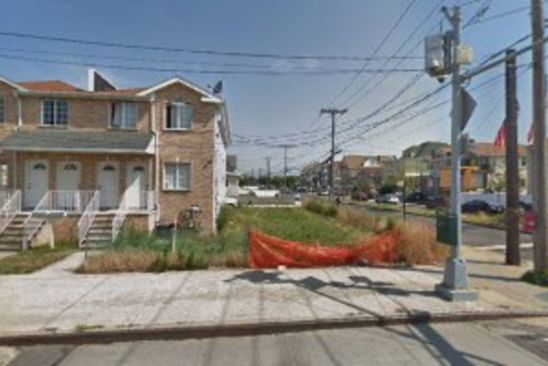 6 bed 2 bath Single Family at 6904 Beach Channel Dr Queens, NY, 11692 is for sale at 275k - google static map